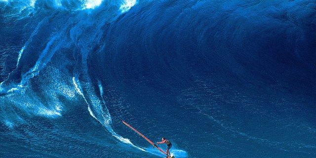 """""""Dev okyanus dalgalarında doğa ile mücadele eden rüzgar sörfçülerini de çok etkileyici buluyorum."""""""