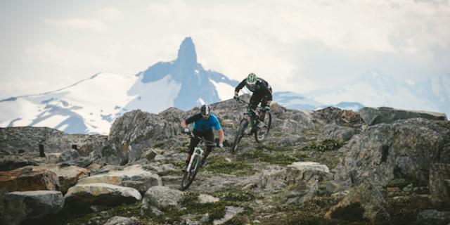Dağ bisikletine dağda binmek