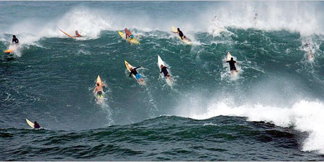Dalga tek, sörfçü çok!