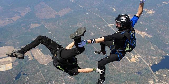Skydiving ciddi bir iştir