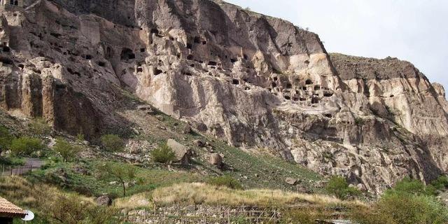 Vardzia mağaraları