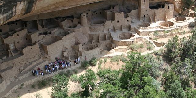 Burada toplamda 600 mağara vardı