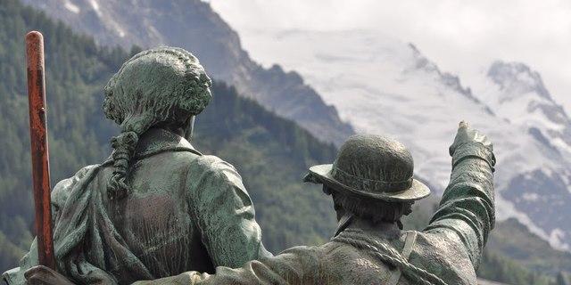 Jacques Balmat ve Michel Paccard, Mont Blanc'a bakıyor