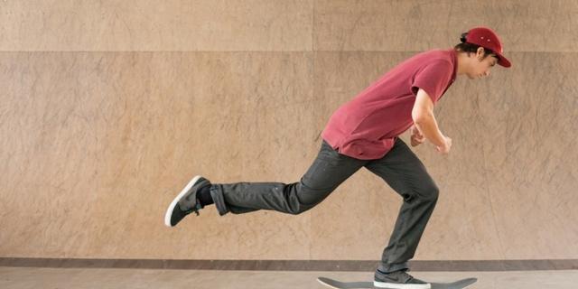Skateboard'da bir ayak hızlanmak için kullanılır