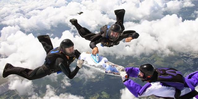 Skydiving yaparken ütü yapmak mı?