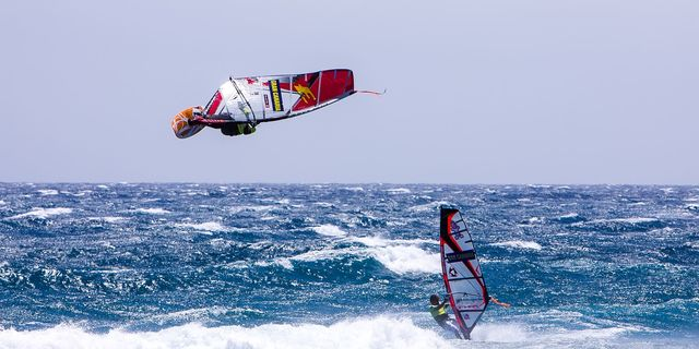 Windsurf ve dalgalar