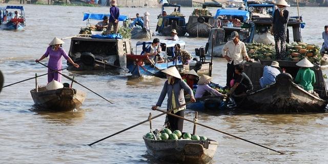 Karşınızda Mekong'da bir pazar yeri!