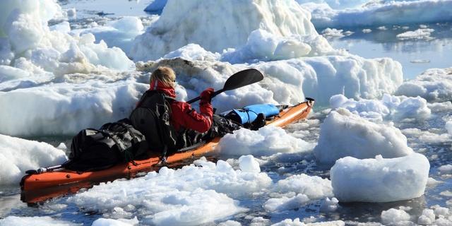 Buzullar arasında sea kayak keyfi başkadır!
