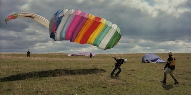 Herkes kendi çapına göre paraşütle uçmalı