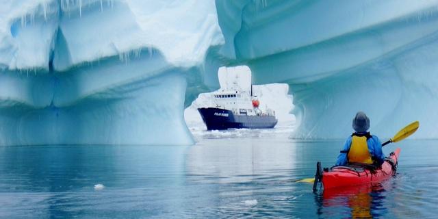 Antarktika'da buzdan bir tünel