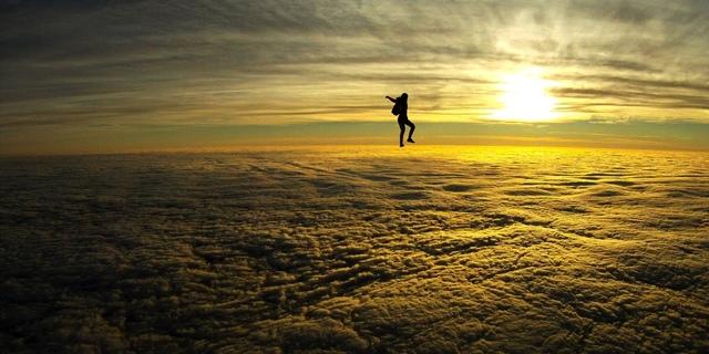 Dünyanın en iyi 8 skydiving noktası