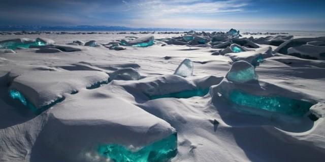 Güneş ışığı ile parıldayan devasa buz kütleleri