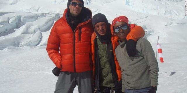 Everest'te, kurtarma anlarının hemen sonrası