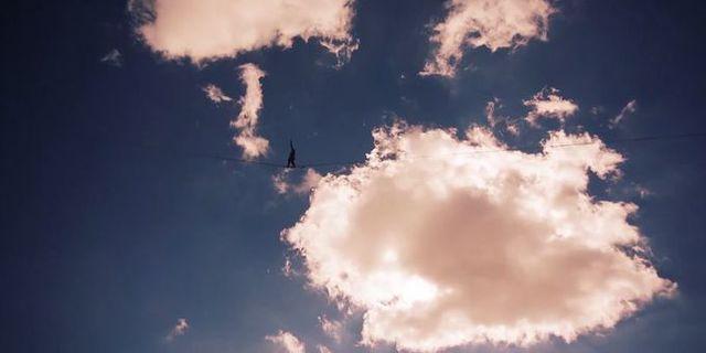 """""""Gökyüzünde yürüyen bir şey var"""""""