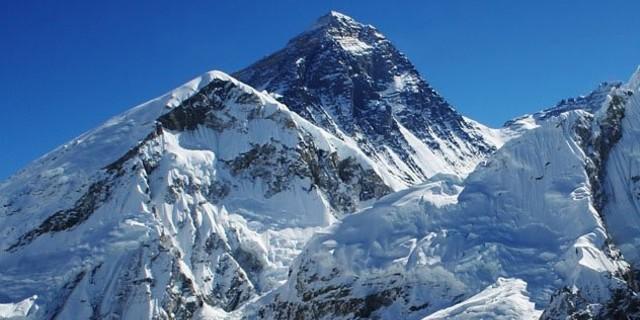 1994'te, Everest'in her yıl 4 milimetre büyüdüğünü keşfedildi