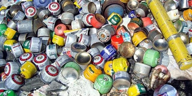 Everest'te yaklaşık 50 ton çöp bulunuyor