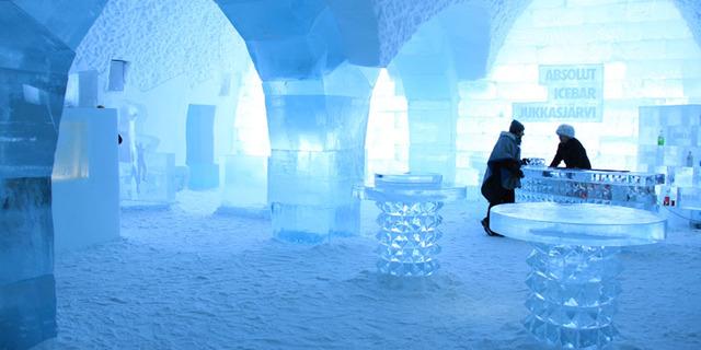 Tabii ki otelin barı da buzdan yapılma!