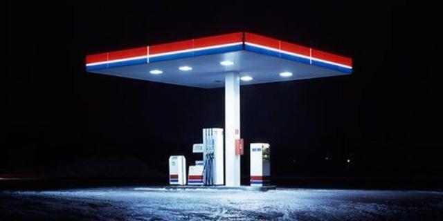 İşte tam alarm kullanılacak bir benzin istasyonu