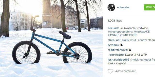 Yine profesyonel bir bisikletçiden kar altında bir bisiklet paylaşımı