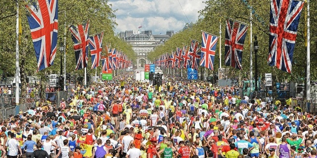Londra Maratonu her zaman kalabalık