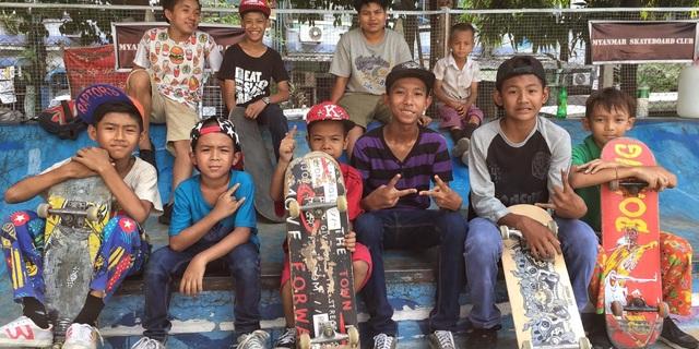 Burma gençleri