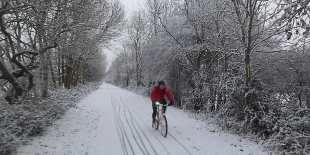 Kim demiş kar yağdığında bisiklete binilmez diye?