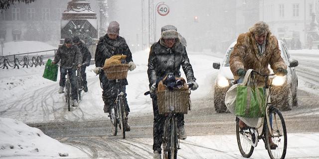 Yollar karlı ve buzluysa her yer bisiklet yolu!