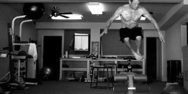 Sıçramalar, atlamalar ve kaldırmalarla patlayıcı kuvvetinizi artırın