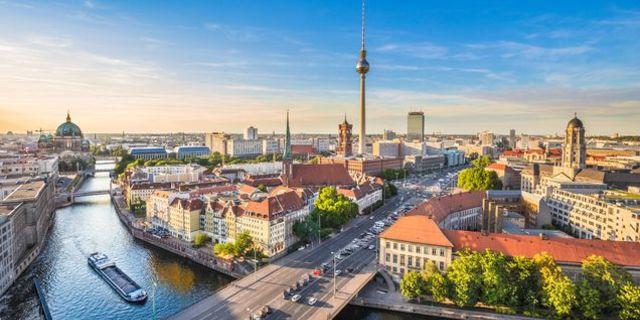 Berlin'den Prag'a pedal sallamak