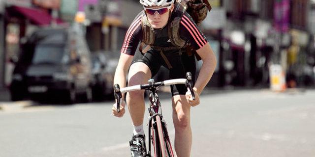 İşe bisikletle gidip geldiği için mi formda,