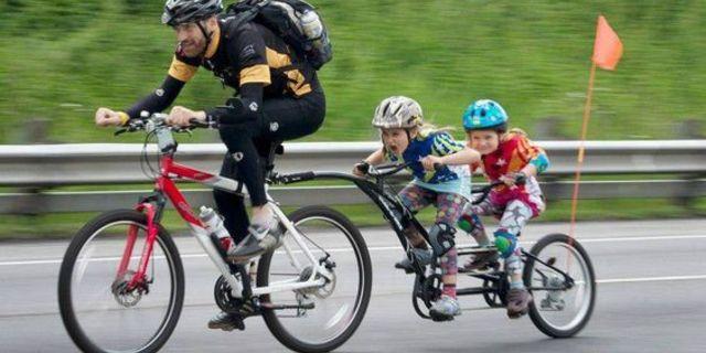 O, her şeyi bisikletle yapmayı sever
