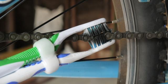 Şimdi kim gidip markete de yeni bir tane diş fırçası alacak?