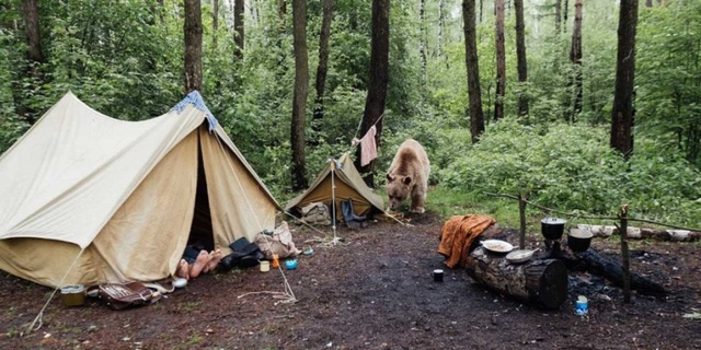 Ayakları bir zahmet çadıra alın siz yine de!