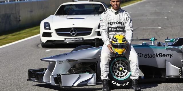 Lewis Hamilton şampiyonluğun en büyük favorisi