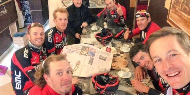 Burghardt ve arkadaşları kahve keyfinde