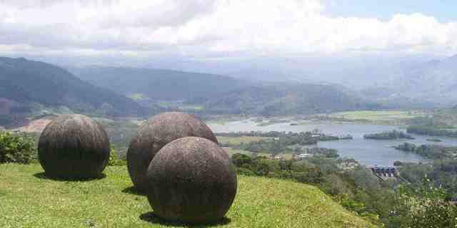 Kosta Rika'nın dev küre taşları