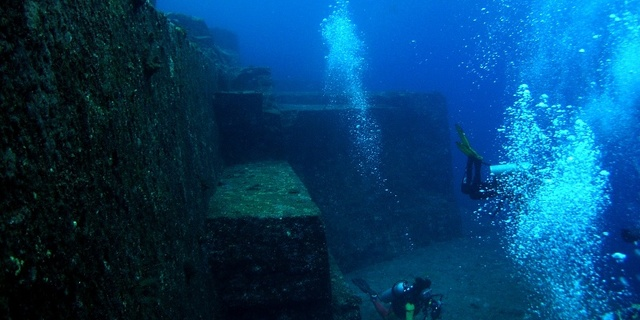 Yonaguni Adasının derinleri