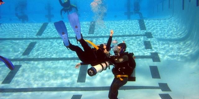 İlk iş, su altında durabilmek