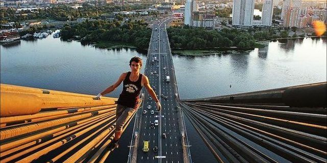 Köprüde trafik var başka yoldan geliyorum
