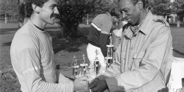 1952 Helsinki Olimpiyatları'nda üç altın madalya kazanan Ted Corbitt bile ona hayran