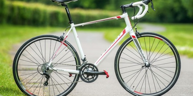 Yol bisikleti hızlı, narin ve estetiktir