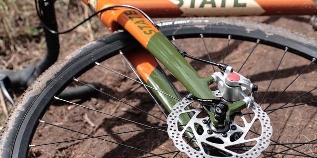 Disk frenler yol bisikletçilerine ağır geliyor