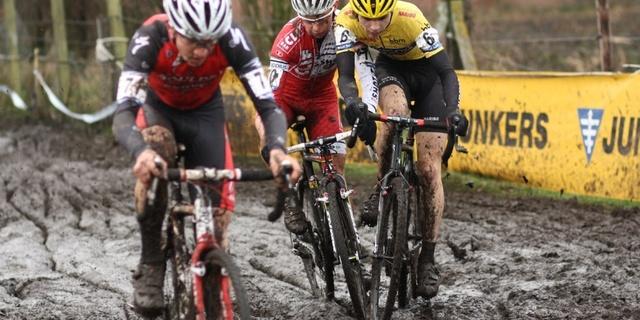 Cyclocross sezonu eylül-şubat arasında