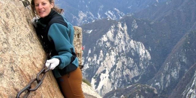 """""""Huashan Dağı'nın doruğundaki bu parkur yaklaşık 61 metre uzunluğunda 601 metre yükselikte."""""""