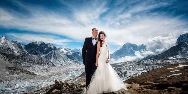 Everest'te evlenen maceracı çiftin muhteşem fotoğrafları!
