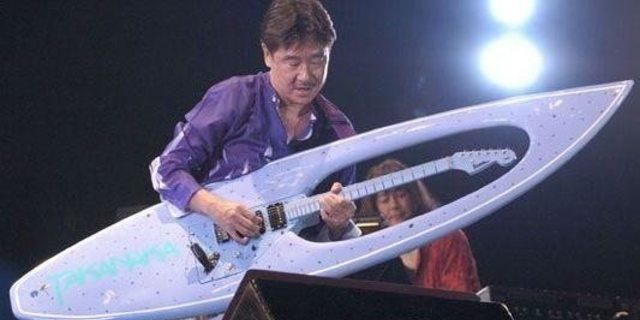 Sabah sörf tahtası akşam gitar sefası