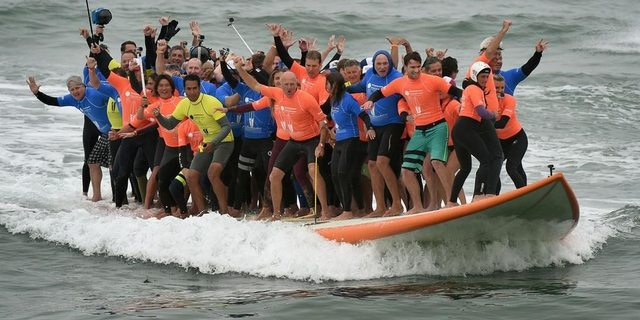 Ailecek sörf yapıyoruz…