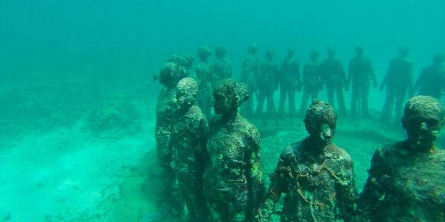 Teknede yaşarken sadece su üstünde değil, su altında da muazzam şeylere tanık olabilirsin