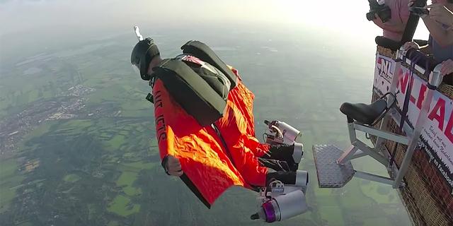 Wingsuit zaten sıra dışı bir spordu