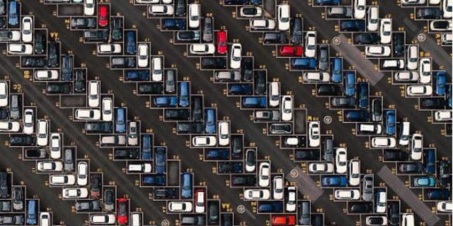 Abi arabayı nereye park ettik ya?